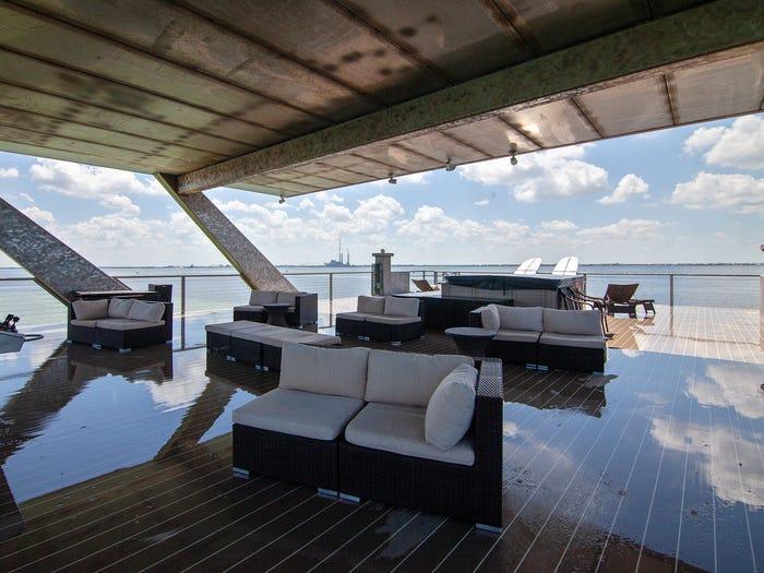 Può ospitare fino a 150 persone in 150 m2
