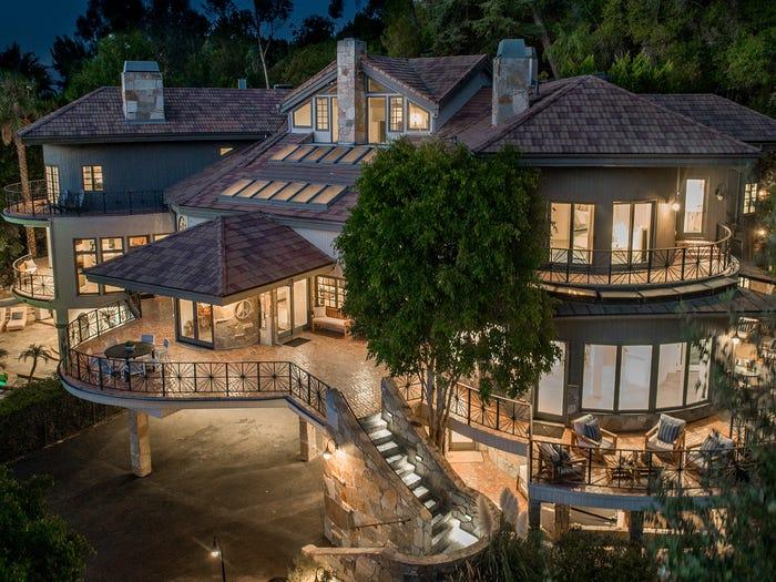 Bella vista dell'esterno della casa dove visse Tom Petty fino al 1996 / Coldwell Banker