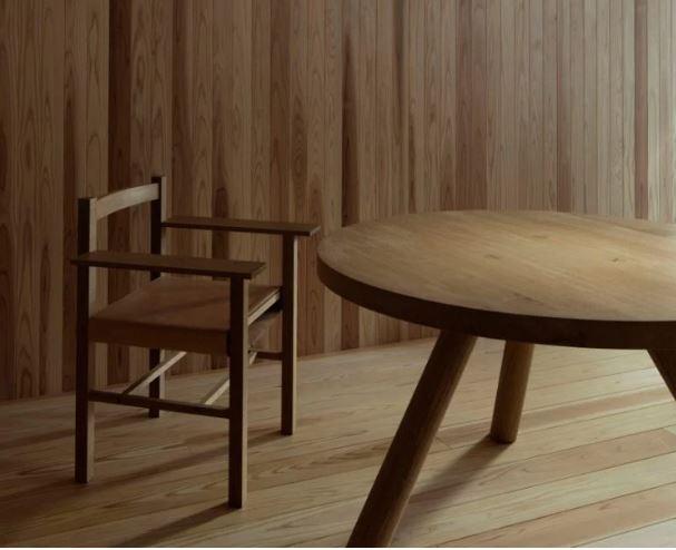 Tavolo e sedia di legno