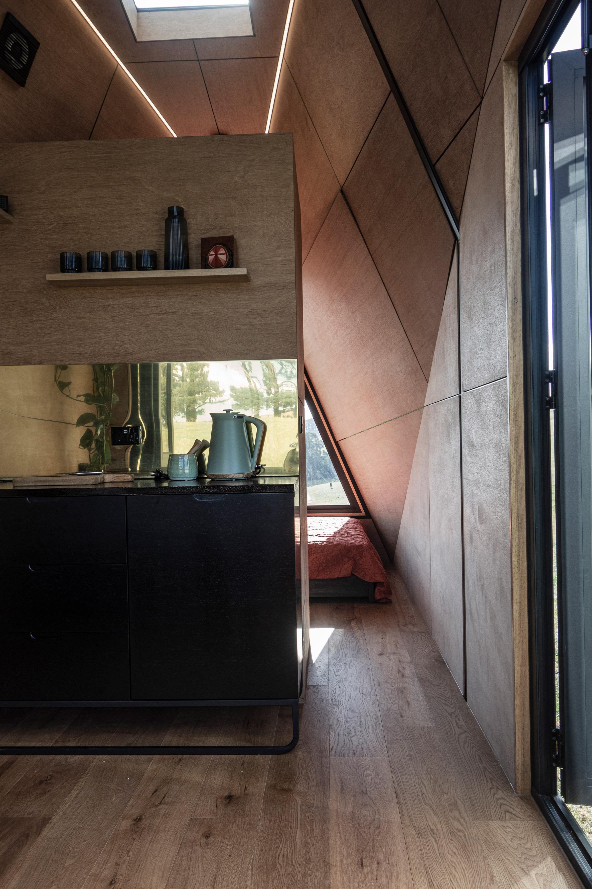 Vista sulla camera da letto / Studio Edwards
