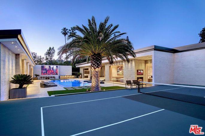 Campo da tennis e patio interno / Realtor