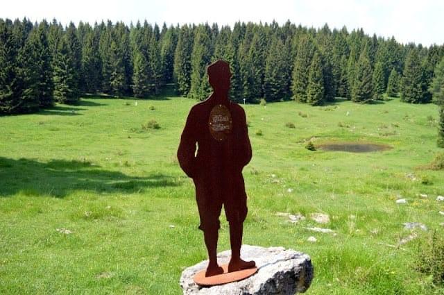 Una delle 58 sagome in acciaio ad altezza naturale che dal paese di Luserna portano al forte austro-ungarico Werk Lusern / Amministrazione comunale vo Lusern
