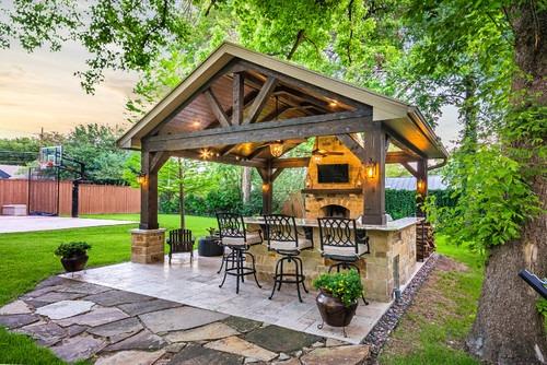 Un bancone bar nel cortile