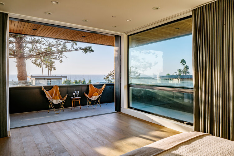 Ampie finestre per godere della vista e della luce naturale