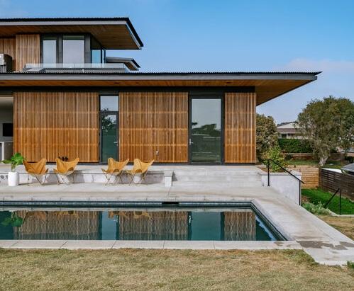 Dispone di un giardino e di una piscina privata