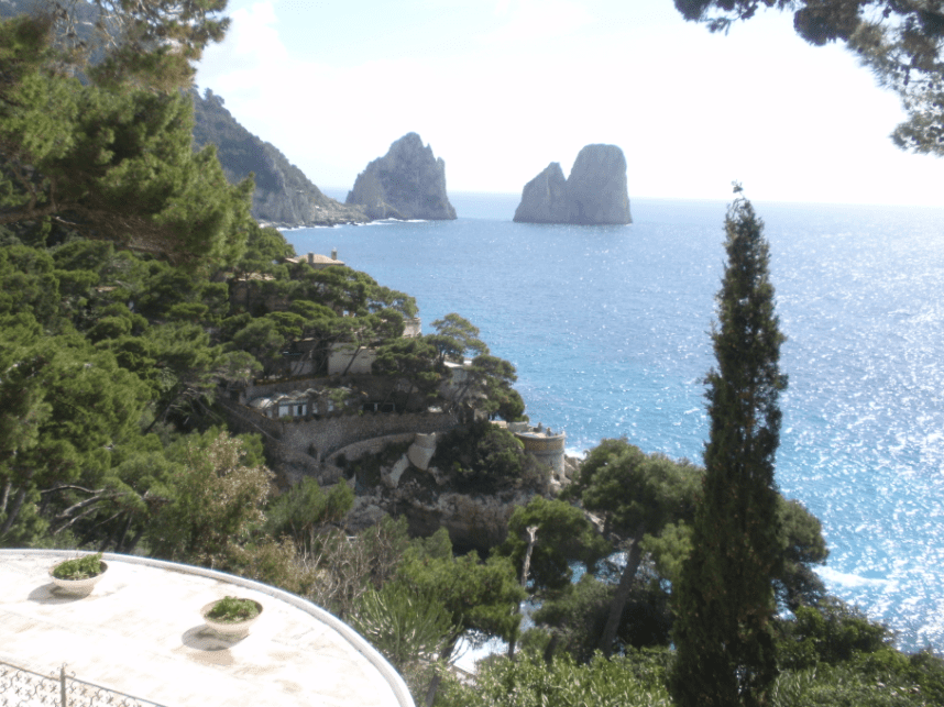 Vista ai faraglioni di Capri / NPLs Re_Solutions