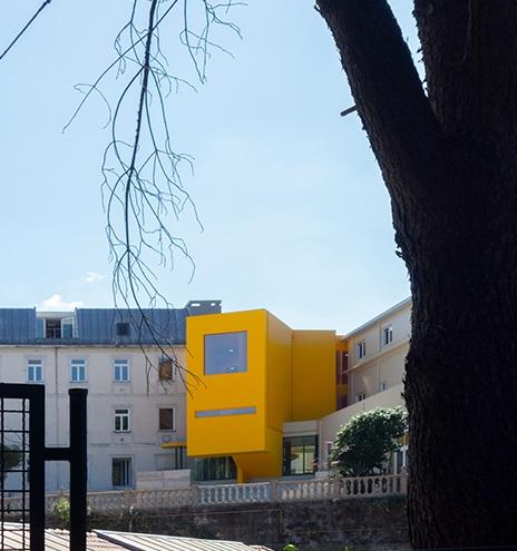 La struttura gialla è la connessione con le parti antiche