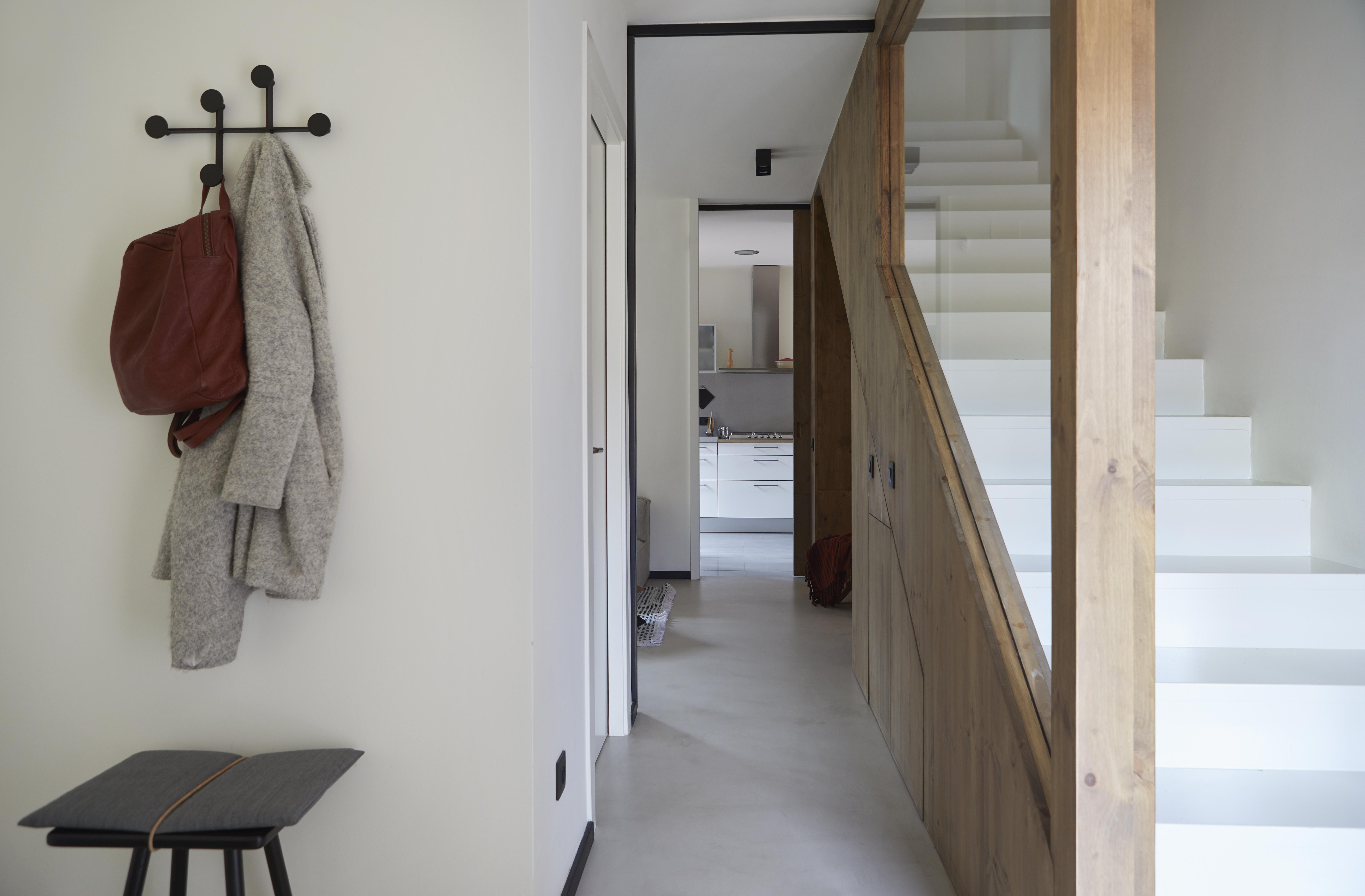 Il contrasto con le scale bianche