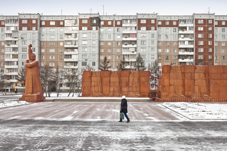 Complesso residenziale e omaggio al proletariato a Krasnoyarsk / Alexander Veryovkin/Zupagrafika