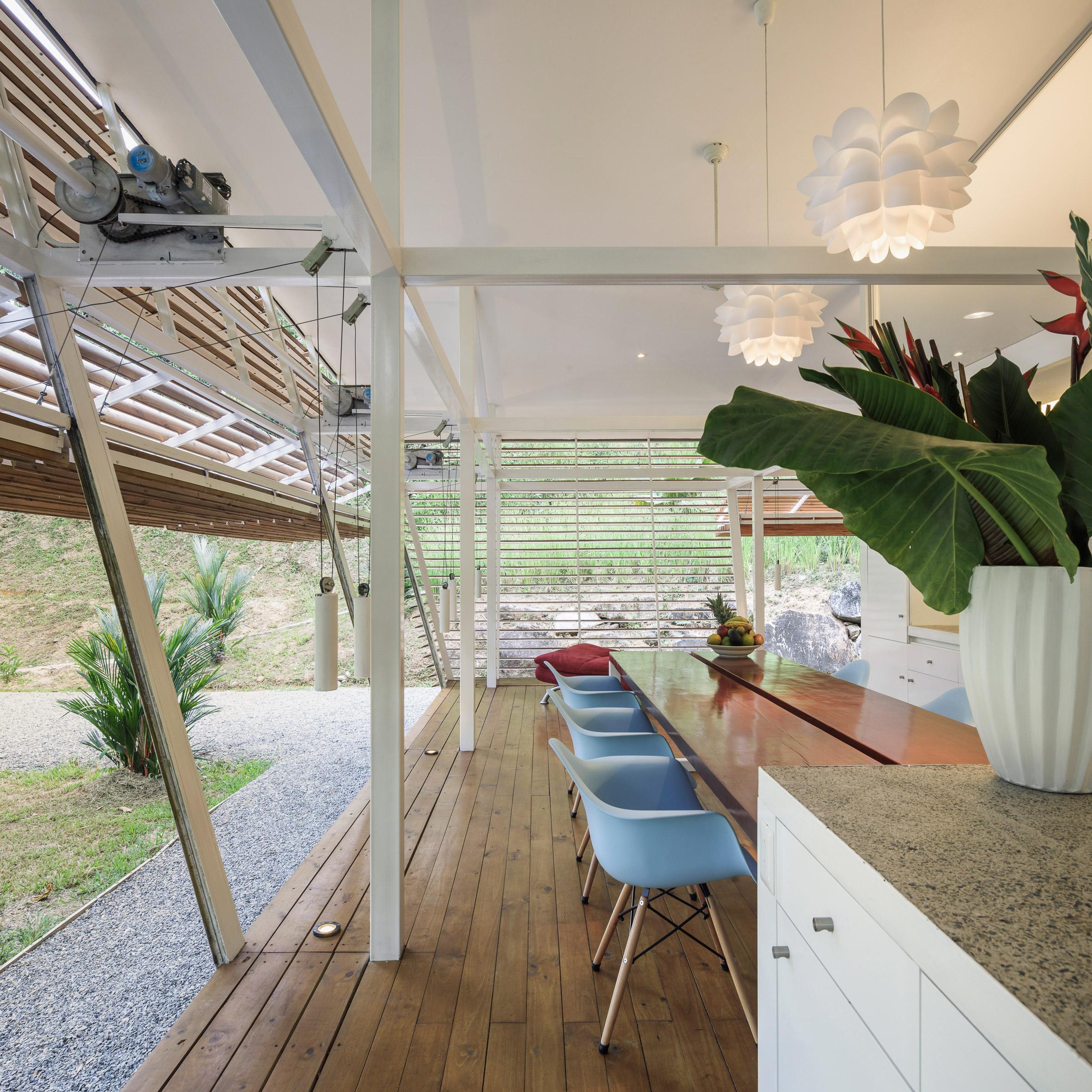 Una grande cucina al piano terra / Fernando Alda/A-01