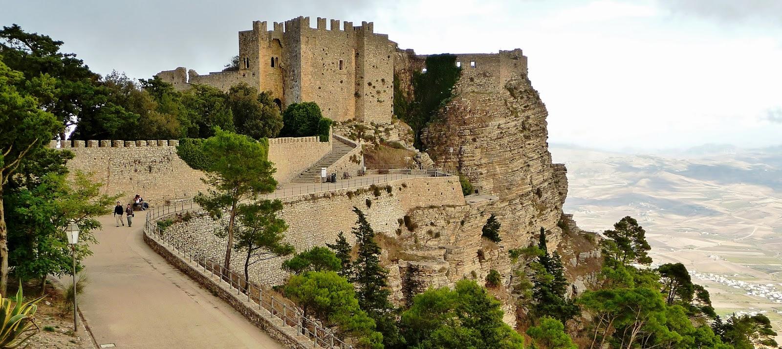 Erice, Sicilia, uno dei luoghi del silenzio / Google Maps, foto di Enzo Lada
