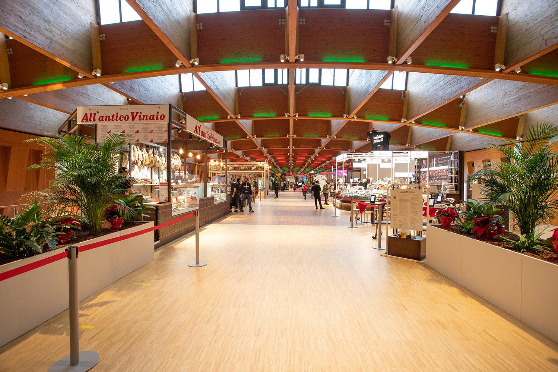 """Centro commerciale """"I Gigli"""" / Design International"""