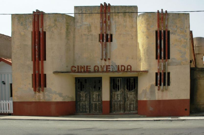Costa Nova, Portogallo - Cine Avenida, 2006 / ©SIMON EDELSTEIN