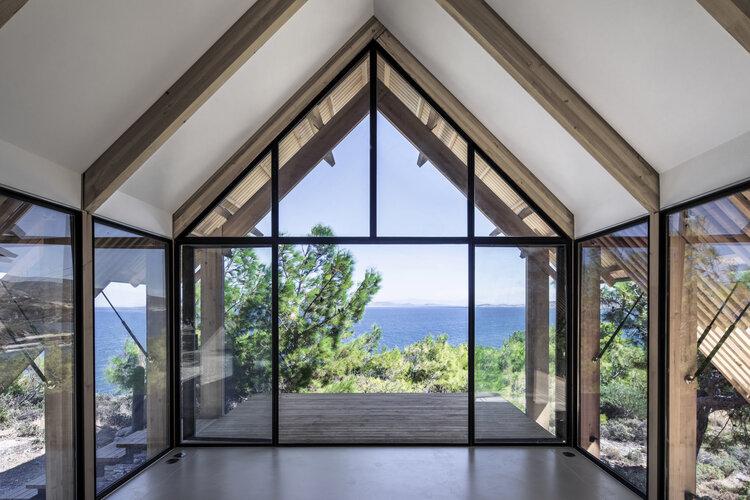 Grandi finestre per vedere il mare