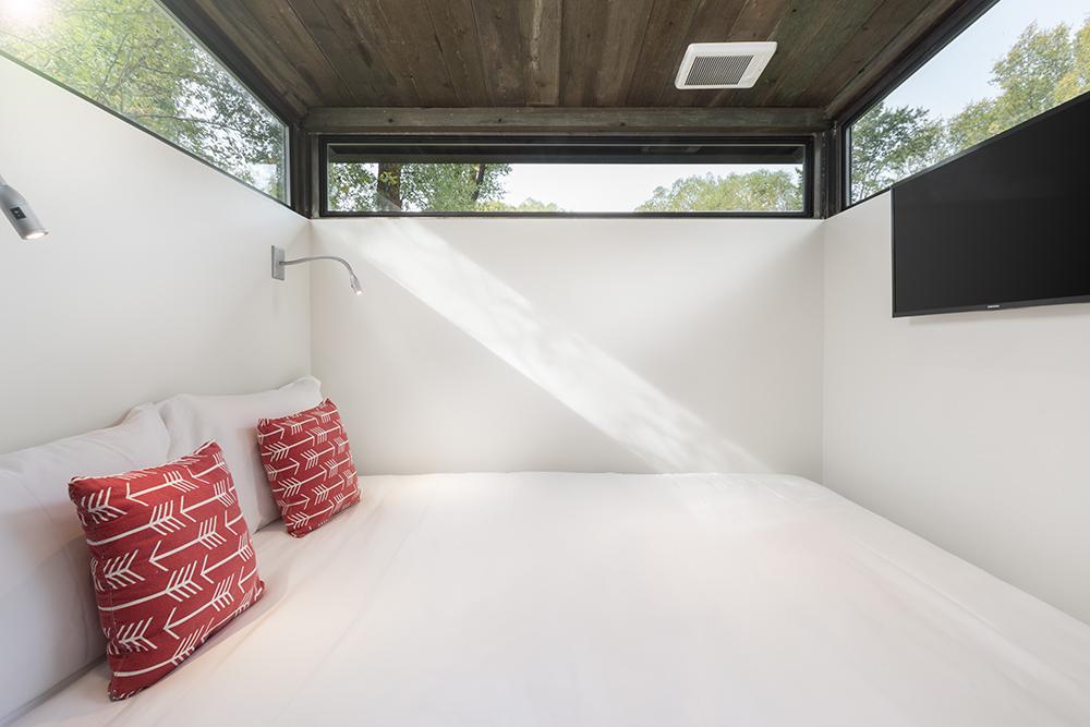 Una camera grande e con luce naturale