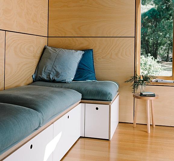 Un divano con contenitore