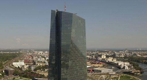 Bce, ripresa globale e stimoli spingono eurozona ma resta incertezza