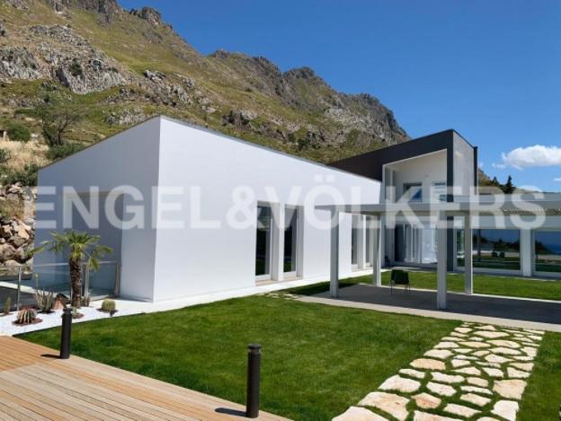 Palermo, baglio contemporaneo con piscina / Engel & Völkers
