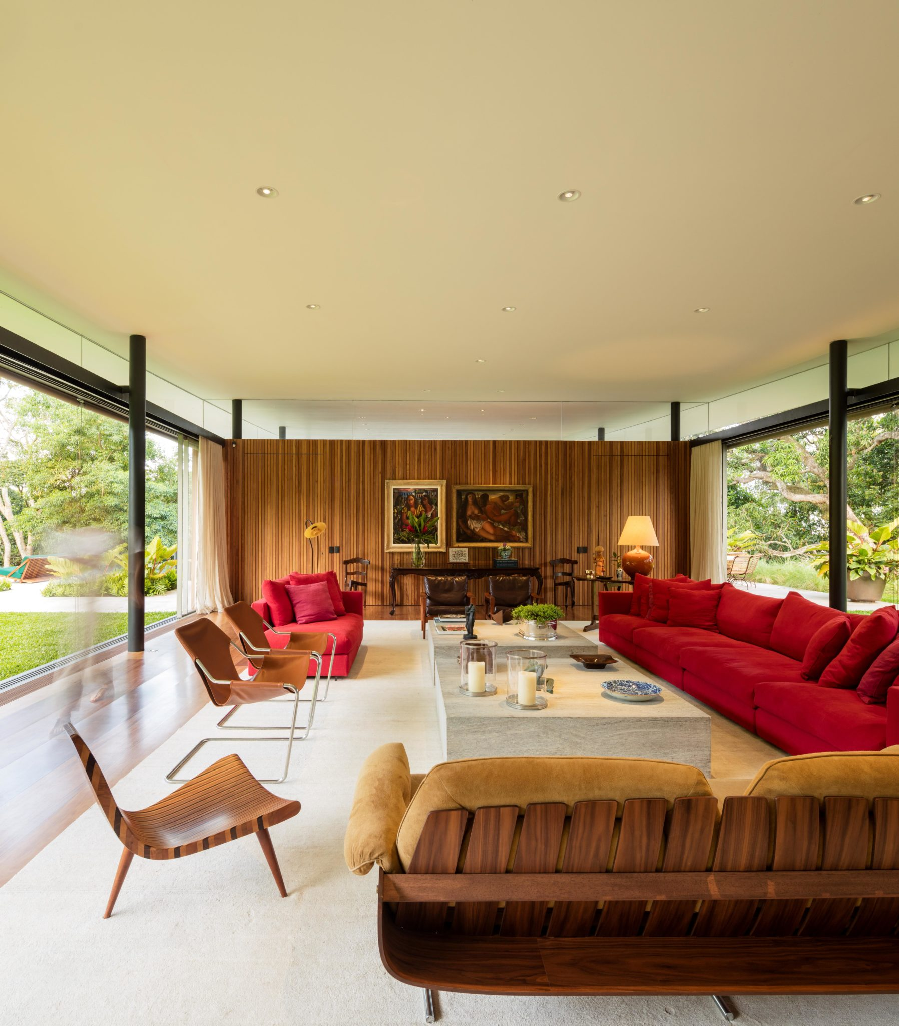 La casa ha una superficie costruita di 3.000 m2