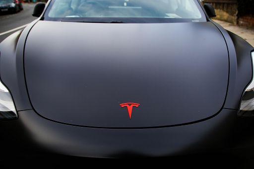 Tesla prima casa automobilistica a superare valore 1.000 mld Usd