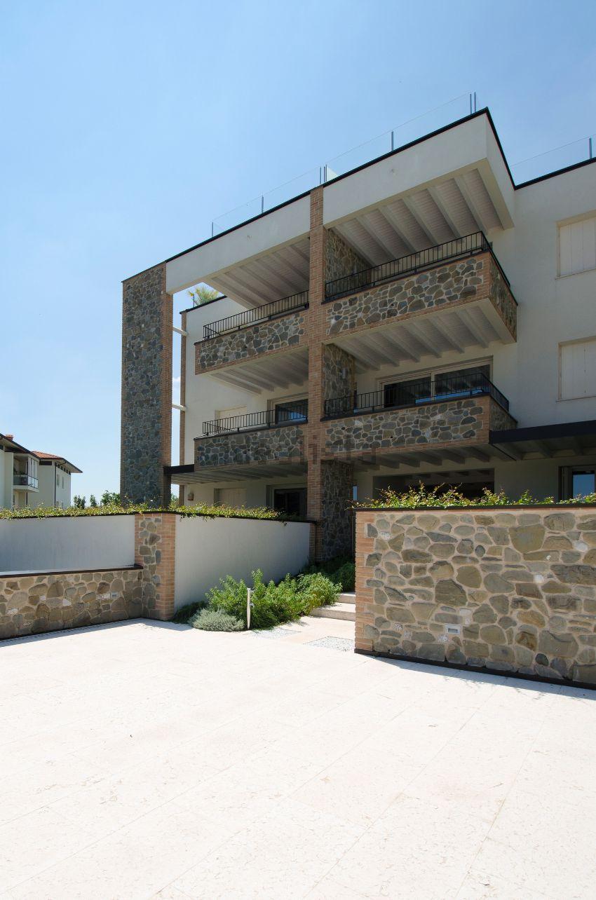 Appartamento su due piani in vendita a desenzano del garda for Piani casa del sud della louisiana