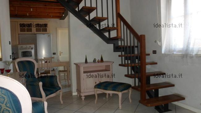 Appartamento su due piani in vendita in via corso dei for 4 piani di casa appartamento