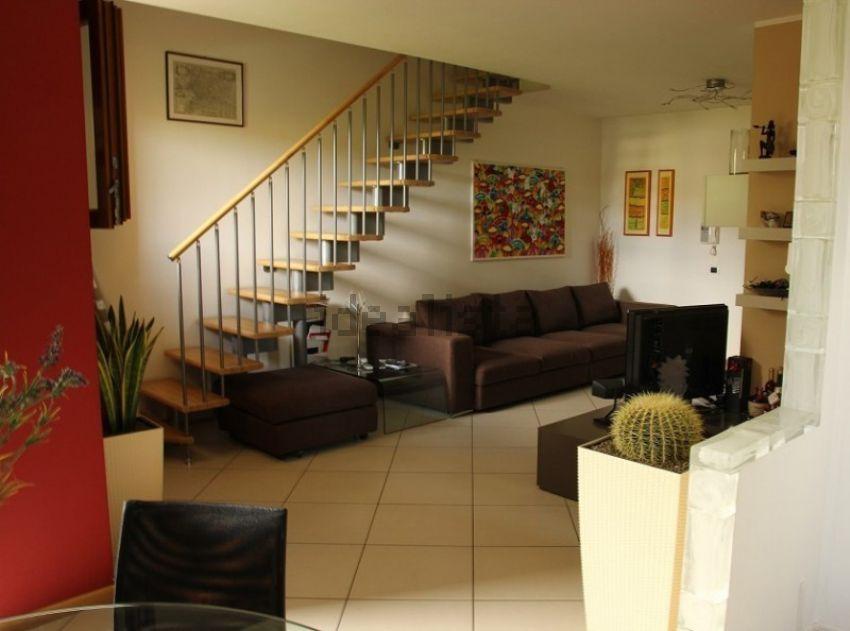 Appartamento su due piani in vendita a stra riviera del for Piani di appartamento garage a buon mercato