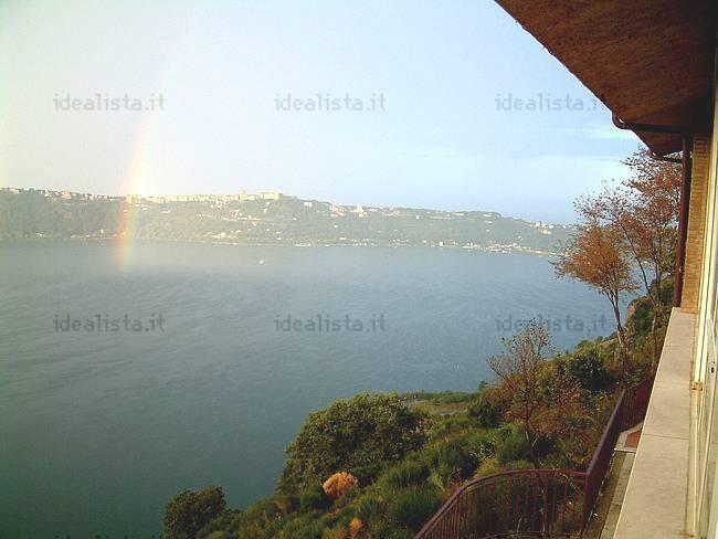 Villa sul lago a rocca di papa rm la casa del giorno for Piani casa sul lago con portici