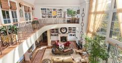 La stella del rock Gene Simmons dei Kiss aumenta il prezzo della sua villa di Beverly Hills a 20,8 milioni