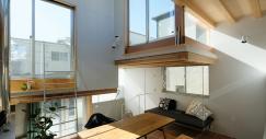 Questa mini casa prefabbricata a Tokyo unisce design e comfort in soli 50 m2