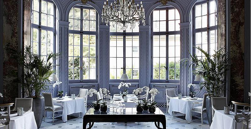 Hotel speciali tra design e stile impero nel cuore di for Berlino hotel design