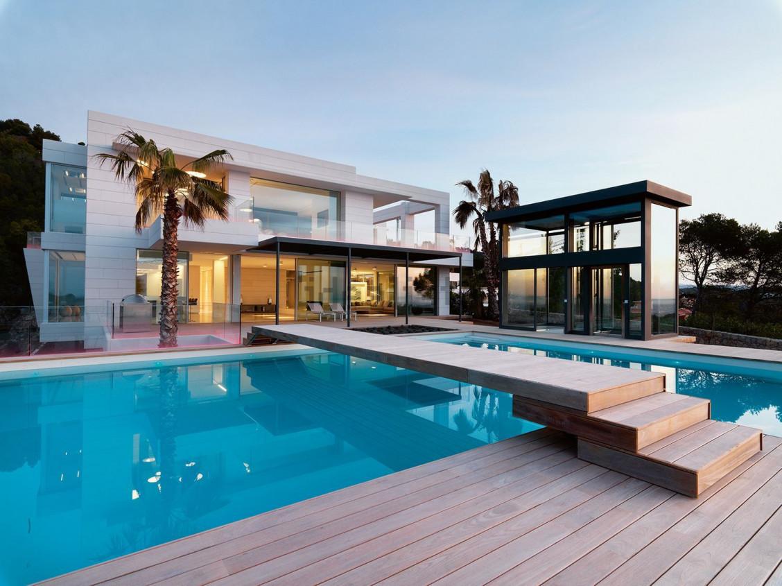 Vendita Piscine A Catania questa villa ha tutto: due piscine, palestra, spa, cantina