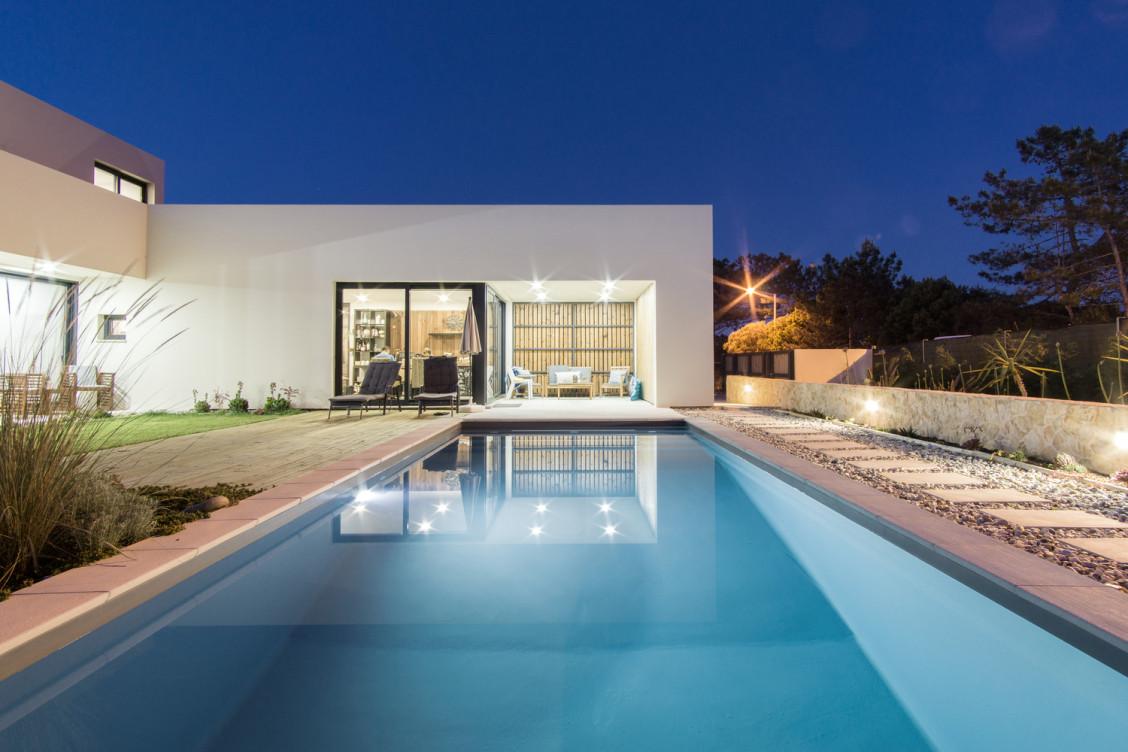 Una piscina infinita / [i]da arquitectos
