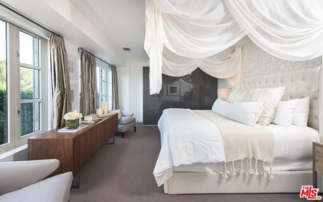 Kendall Jenner La Sorella Di Kim Kardashian Vende Un Lussuoso Appartamento A Los Angeles Arechi Immobiliare Salerno
