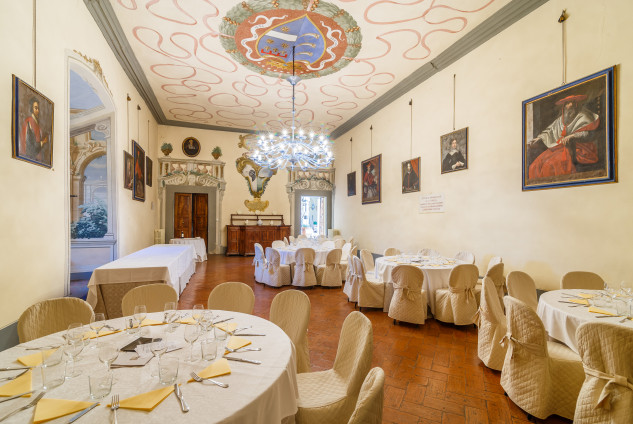 Ma anche un borgo con una villa settencesca e una cappella nel bosco / Lionard Luxury real estate