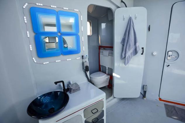 La casa ha una cucina, un bagno e un soggiorno / Marcus Ricci