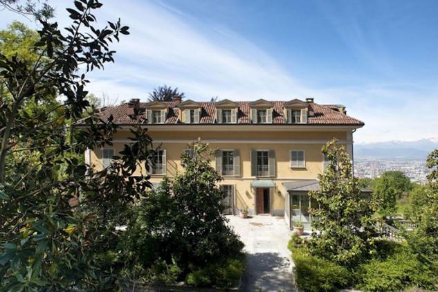 Villa immersa nel verde / Furbatto Immobili