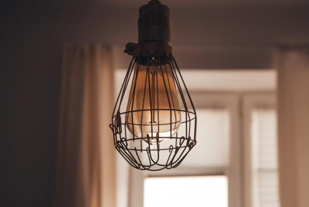 Gioca con l'altezza delle lampadine