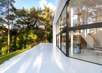 Immagine 1 - Un'incredibile villa inglese immersa nel verde con vista sulla Manica
