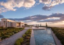 Immagine 1 - Uno spettacolare resort ad Atene ispirato all'architettura greca classica