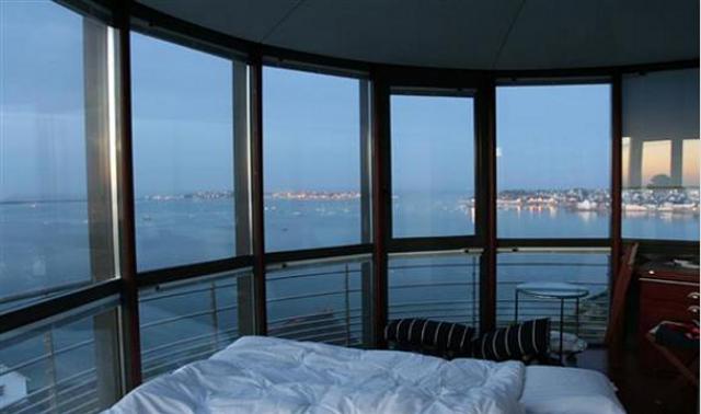 Hotel speciali: dormire nell\'alto di un faro della bretagna ...