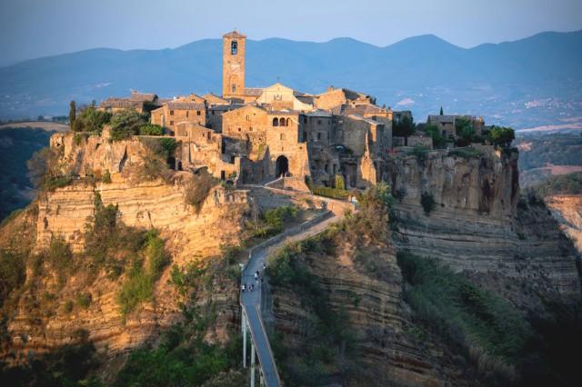 Hotel speciali: nuotare tra le rocce vulcaniche del borgo medievale ...
