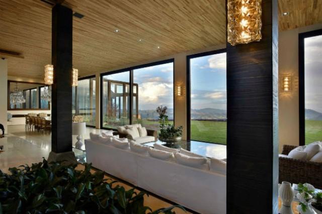 Case Di Pietra E Legno : Case da sogno: un palazzo di legno e pietra tra le montagne del