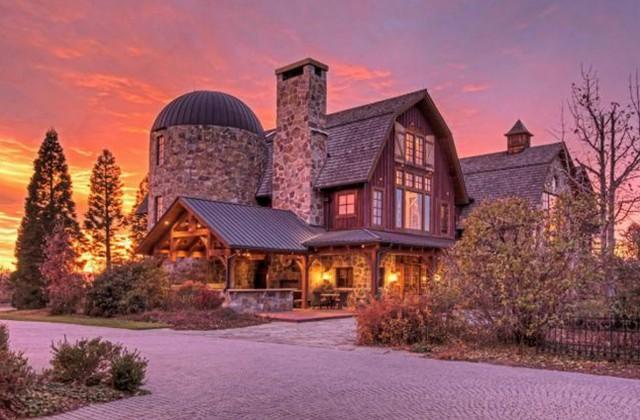 Un fienile trasformato in una spettacolare casa di campagna con ben ...