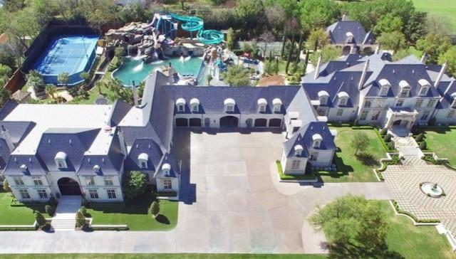 La casa più divertente del mondo: ha un parco acquatico, bowling e campo da basket