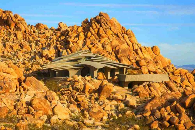 Desert House in Joshua Tree, California (Kendrick Bangs Kellog)