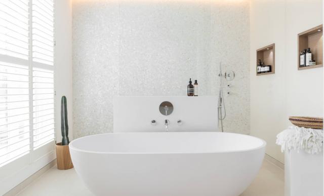 Bagno Stretto E Corto : Semplici trucchi per ristrutturare un bagno stretto e lungo