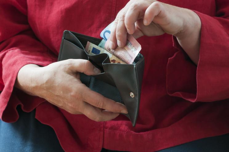 Il pignoramento della pensione è possibile solo per l'importo eccedente il triplo dell'assegno sociale quando l'accredito in ban