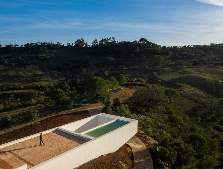 La piscina è sospesa sul tetto / Fernando Guerra | FG+SG