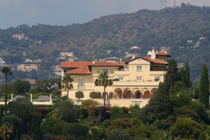 Villa Les Cedres, in vendita a 200 milioni di euro / Gtres